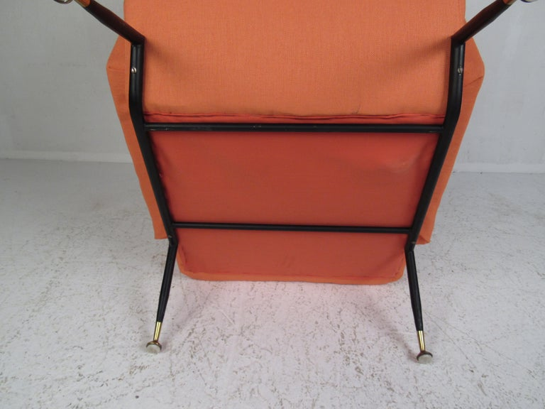Pair of Mid-Century Modern Italian Lounge Chairs For Sale 6