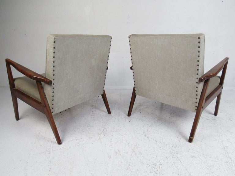 Pair of Mid-Century Modern Italian Lounge Chairs In Good Condition For Sale In Brooklyn, NY