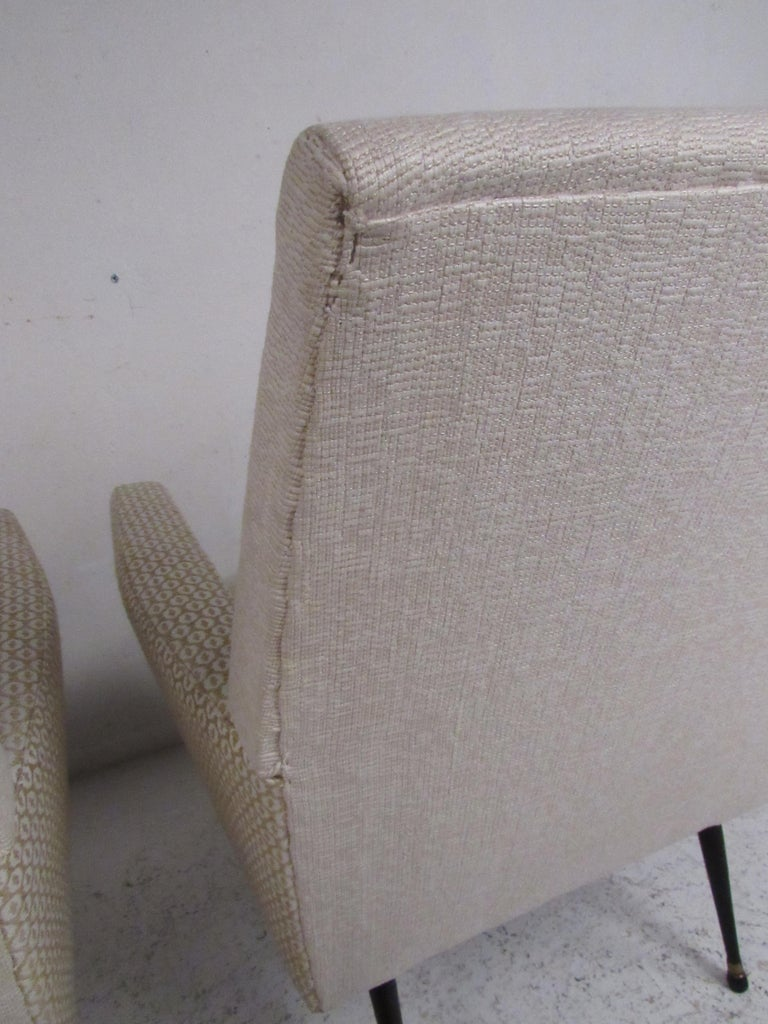 Pair of Mid-Century Modern Italian Lounge Chairs For Sale 2