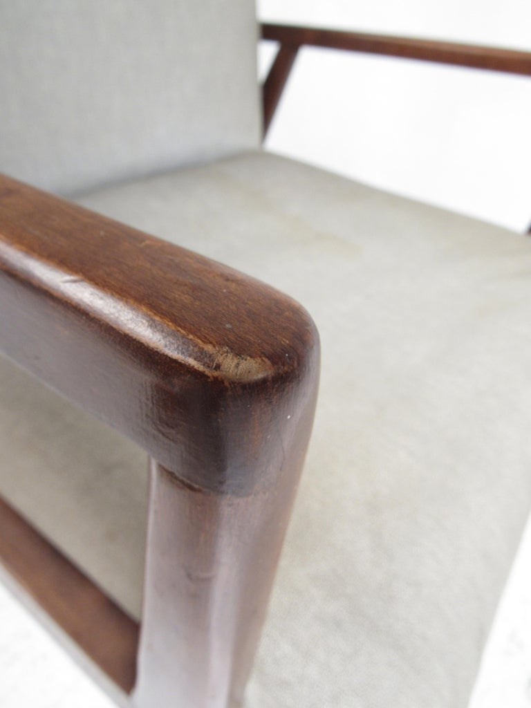 Pair of Mid-Century Modern Italian Lounge Chairs For Sale 3