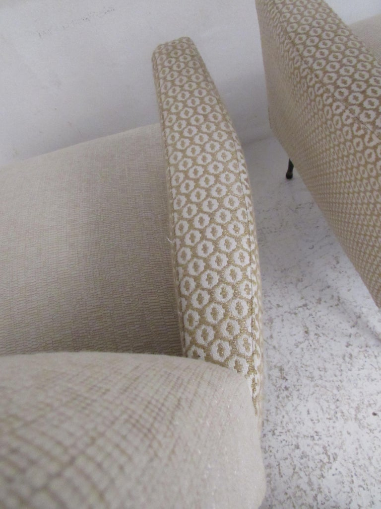 Pair of Mid-Century Modern Italian Lounge Chairs For Sale 4