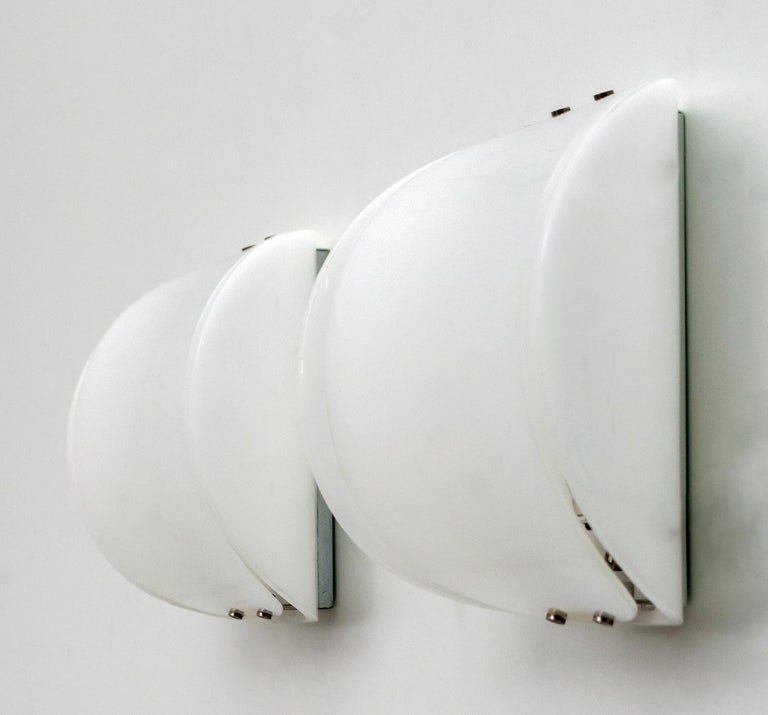 Pair of Mid-Century Modern Italian Perspex Sconces, 1960s For Sale 1