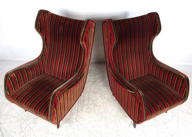 Pair of Mid-Century Modern Italian Wingback Lounge Chairs In Good Condition For Sale In Brooklyn, NY