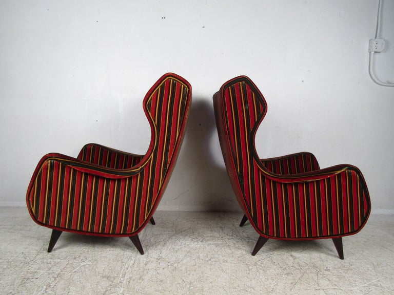 Mid-20th Century Pair of Mid-Century Modern Italian Wingback Lounge Chairs For Sale
