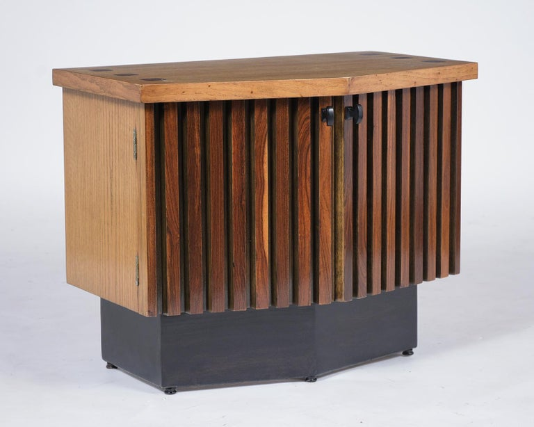 Pair of Midcentury Lacquered Nightstands 1
