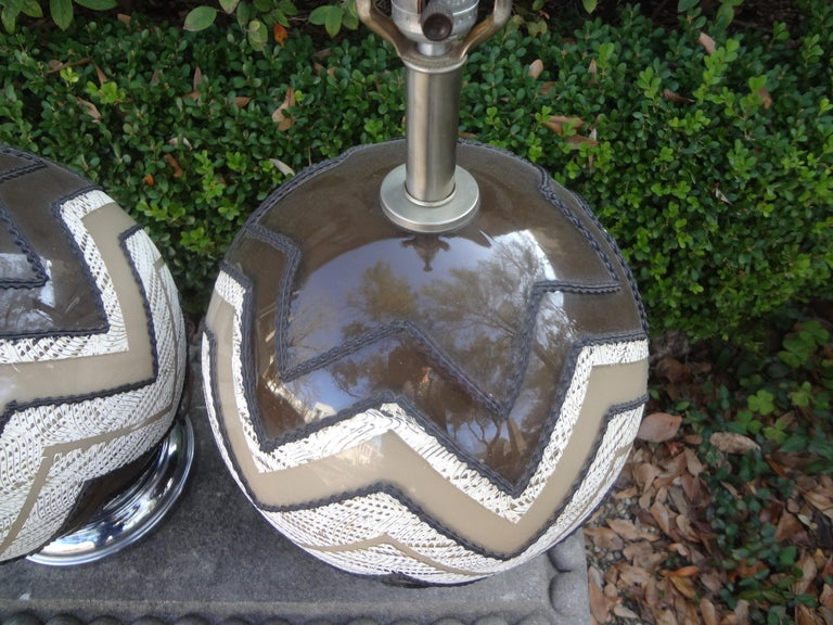 Pair of Mid-Century Modern Lamps In Good Condition For Sale In Houston, TX