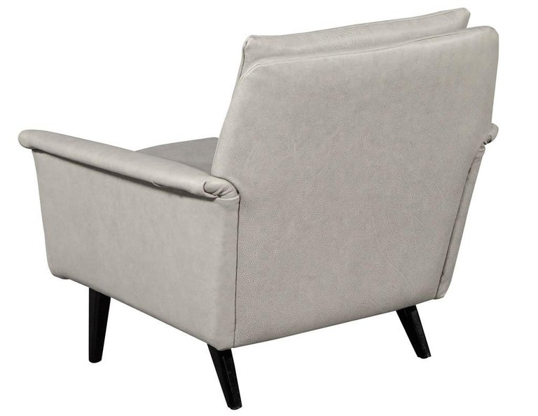 Pair of Mid-Century Modern Leather Lounge Chairs For Sale 1