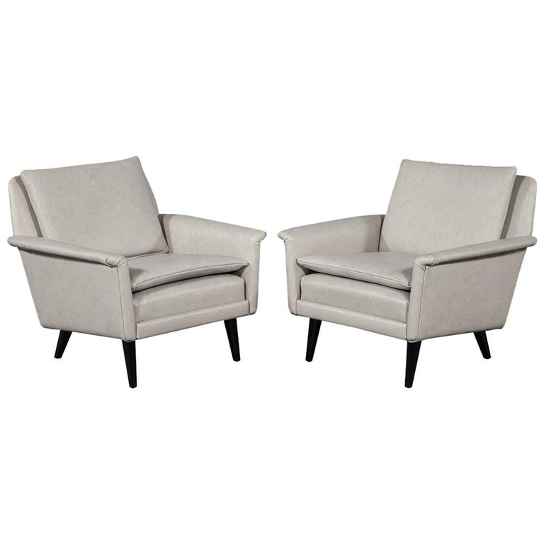 Pair of Mid-Century Modern Leather Lounge Chairs For Sale