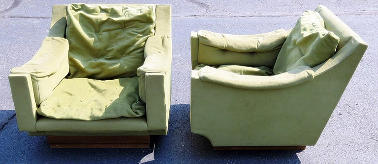 Italian Pair of Mid-Century Modern Lounge Chairs For Sale
