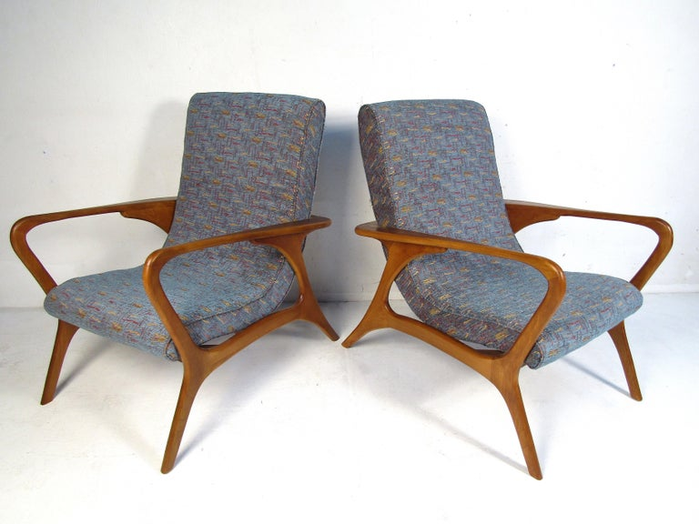 Unknown Pair of Mid-Century Modern Lounge Chairs For Sale