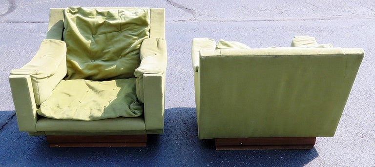 Pair of Mid-Century Modern Lounge Chairs In Fair Condition For Sale In Swedesboro, NJ