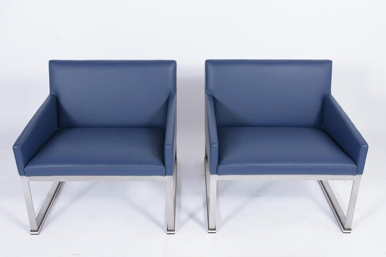 Brushed Pair of Mid-Century Modern Lounge Chairs For Sale