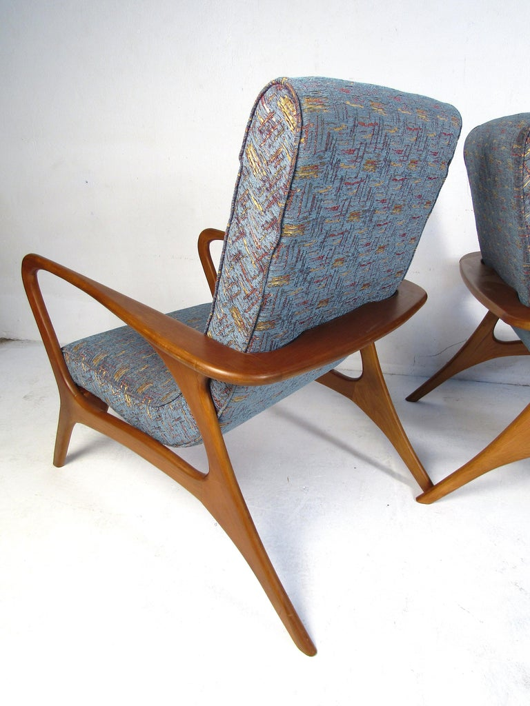 20th Century Pair of Mid-Century Modern Lounge Chairs For Sale
