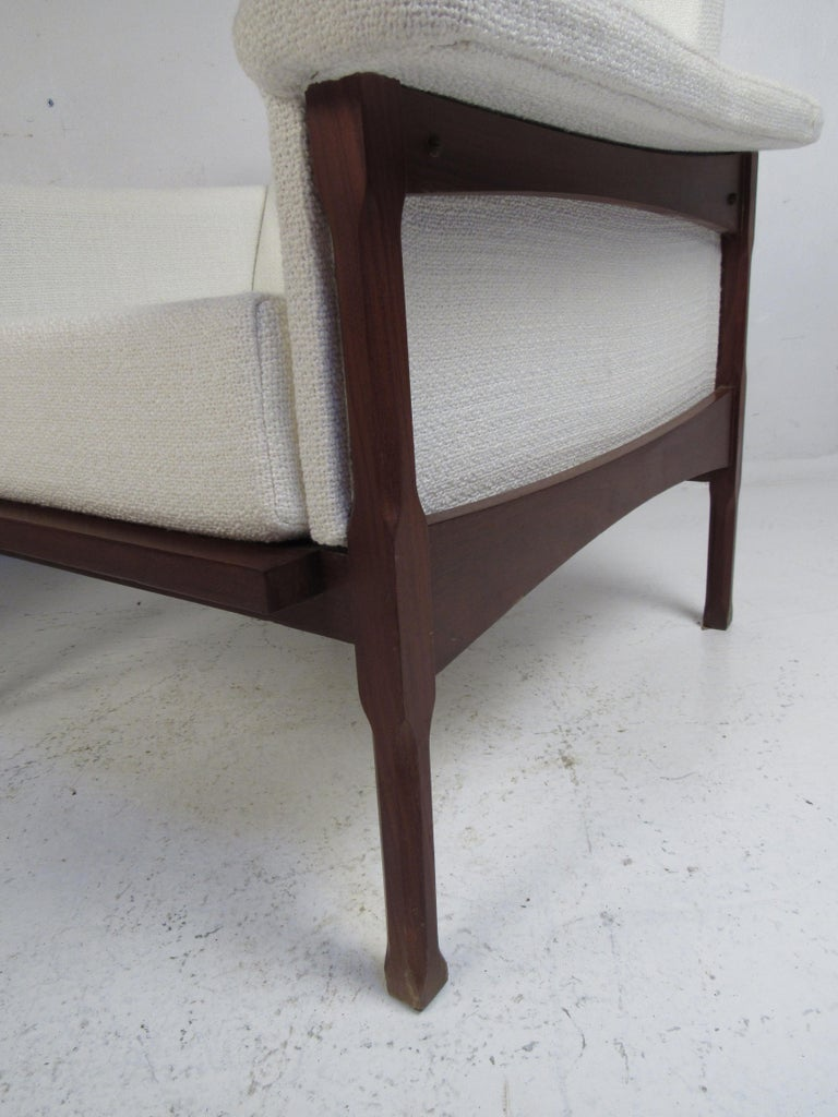Upholstery Pair of Mid-Century Modern Lounge Chairs For Sale