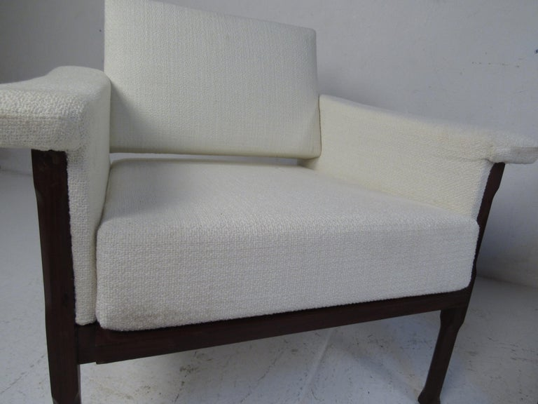 Pair of Mid-Century Modern Lounge Chairs For Sale 1