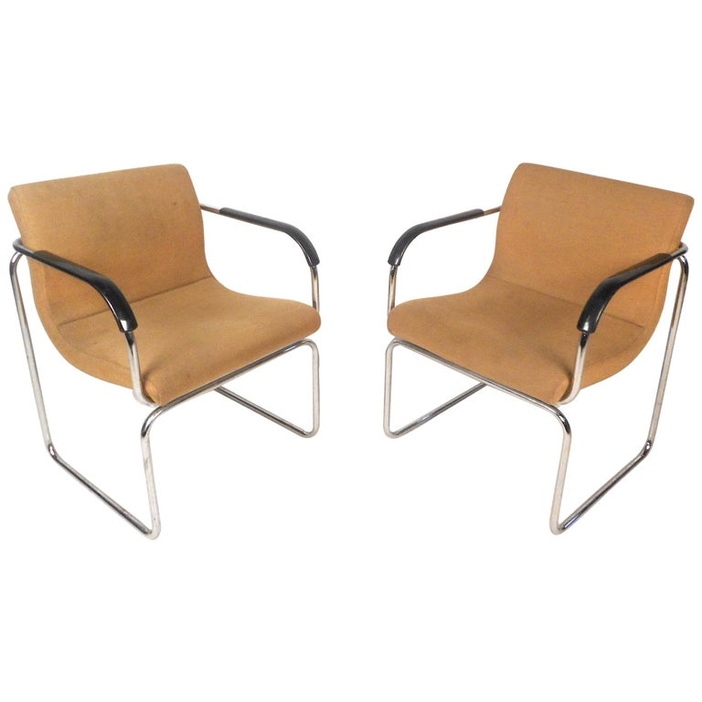 Pair of Mid-Century Modern Lounge Chairs For Sale