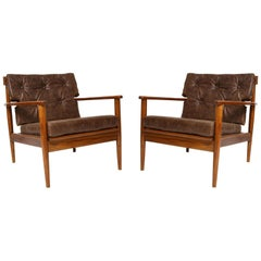 Pair of mid-century modern lounge chairs in the Finn Juhl Manner