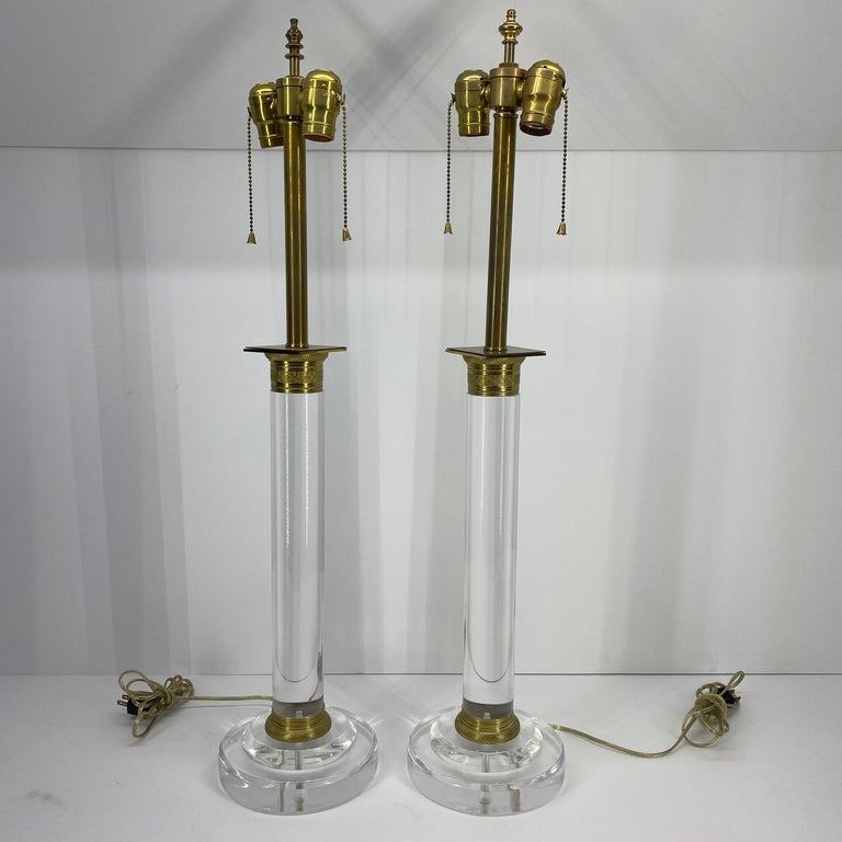 Pair of Mid-Century Modern Lucite and Bronze Table Lamps In Good Condition For Sale In Haddonfield, NJ