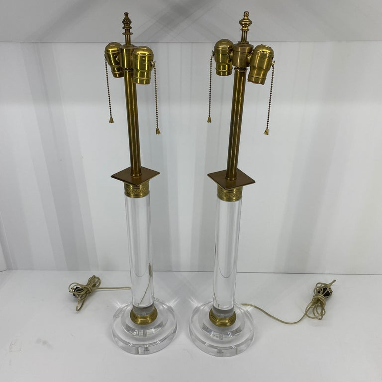 20th Century Pair of Mid-Century Modern Lucite and Bronze Table Lamps For Sale