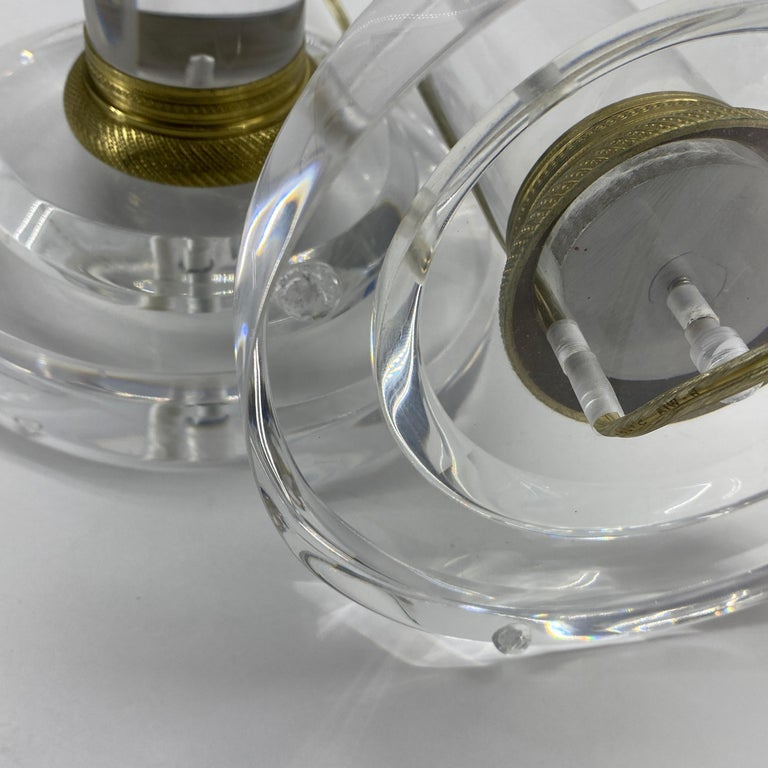 Pair of Mid-Century Modern Lucite and Bronze Table Lamps For Sale 6