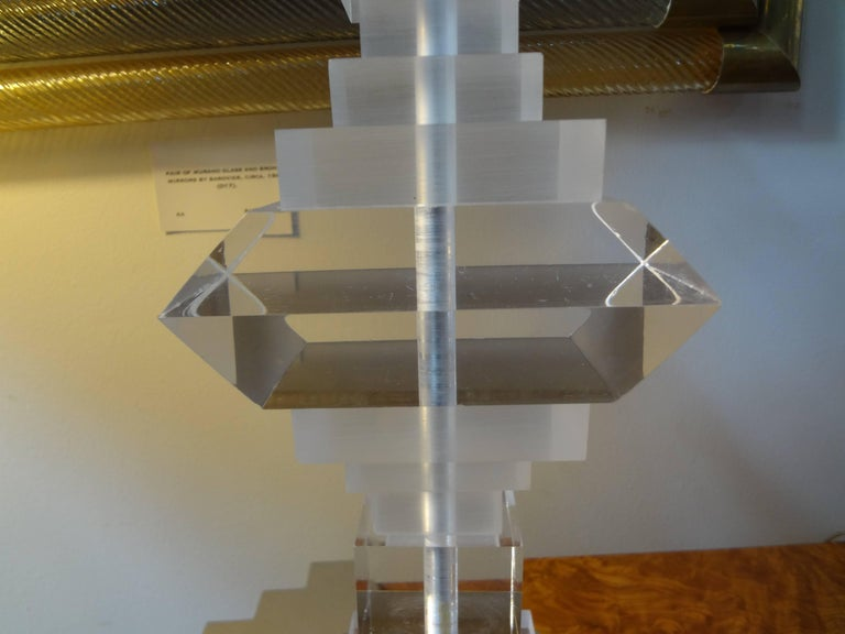 Pair of Mid-Century Modern Lucite Table Lamps In Good Condition For Sale In Houston, TX
