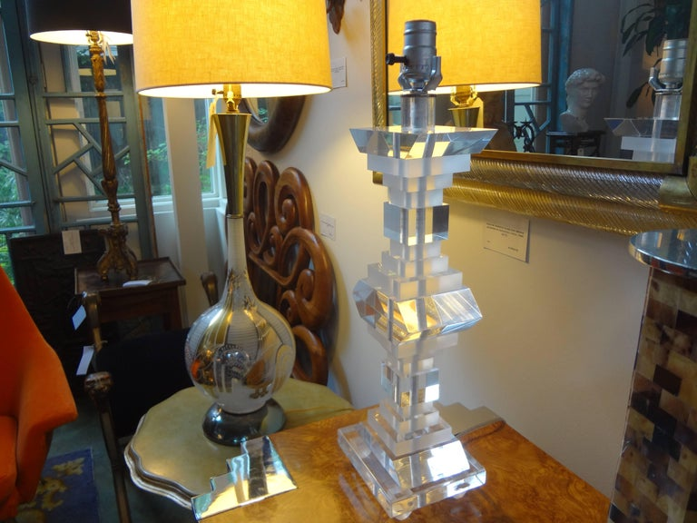 Pair of Mid-Century Modern Lucite Table Lamps For Sale 1