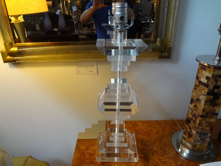 Pair of Mid-Century Modern Lucite Table Lamps For Sale 2