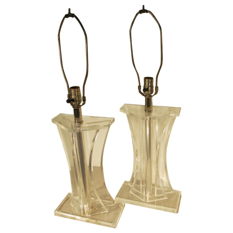 Pair of Mid-Century Modern Lucite Table Lamps For Sale