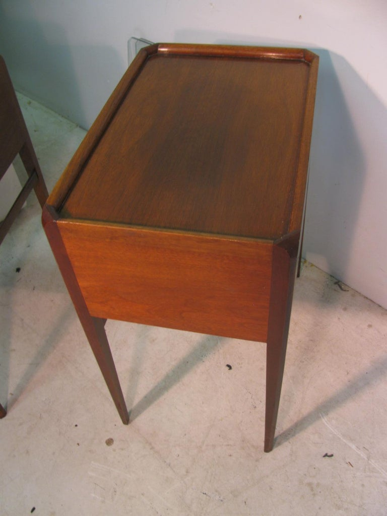 Pair of Mid-Century Modern Mahogany Night Tables For Sale 4