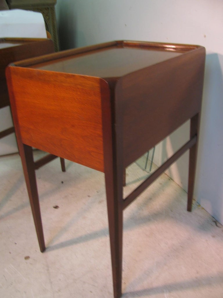 Pair of Mid-Century Modern Mahogany Night Tables For Sale 5