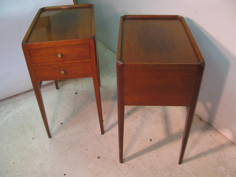 Pair of Mid-Century Modern Mahogany Night Tables For Sale 6