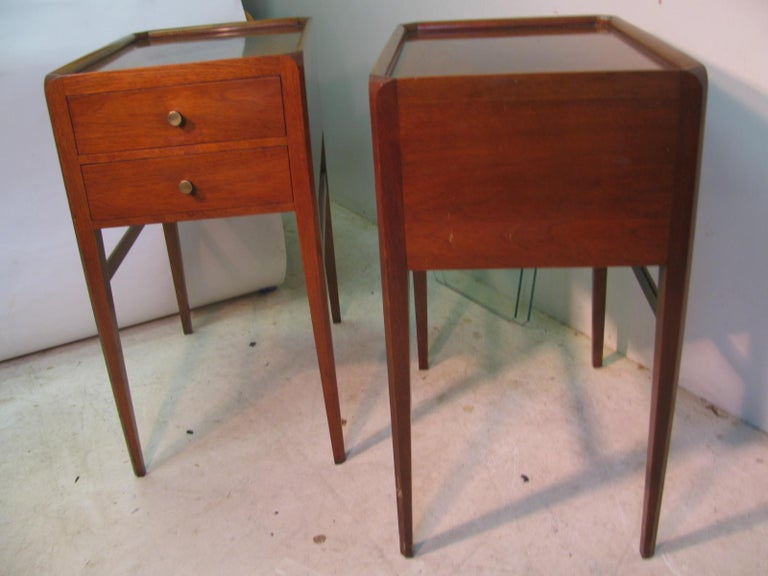 Pair of Mid-Century Modern Mahogany Night Tables For Sale 7