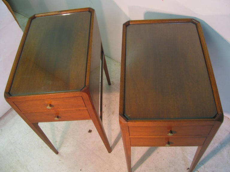 Pair of Mid-Century Modern Mahogany Night Tables For Sale 8