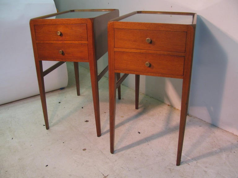 Varnished Pair of Mid-Century Modern Mahogany Night Tables For Sale