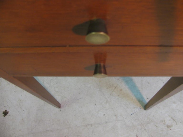 Brass Pair of Mid-Century Modern Mahogany Night Tables For Sale