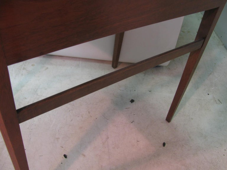 Pair of Mid-Century Modern Mahogany Night Tables For Sale 1