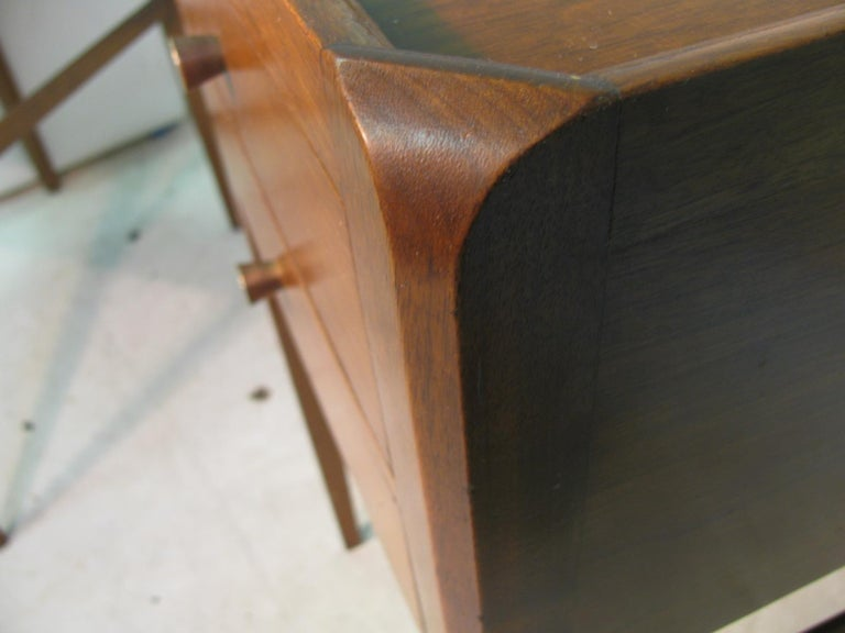 Pair of Mid-Century Modern Mahogany Night Tables For Sale 2