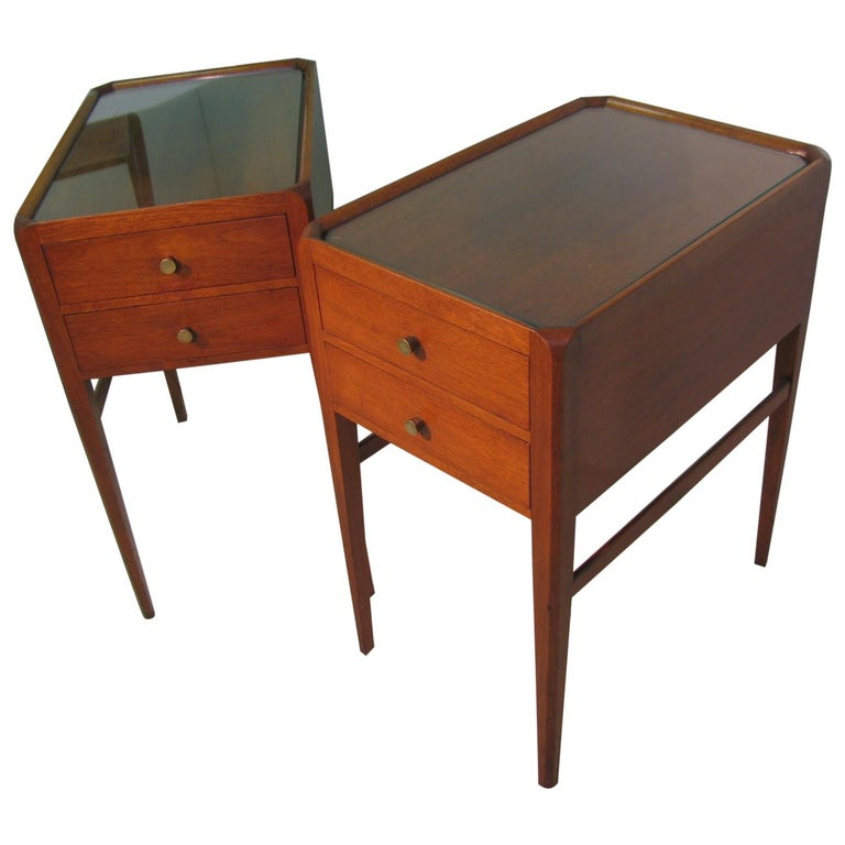 Pair of Mid-Century Modern Mahogany Night Tables For Sale
