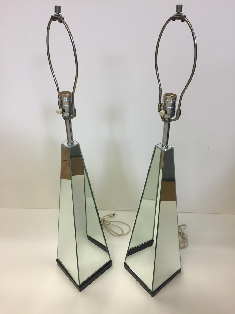 Pair of Mid-Century Modern Mirrored Obelisk Table Lamps In Excellent Condition For Sale In Hopewell, NJ