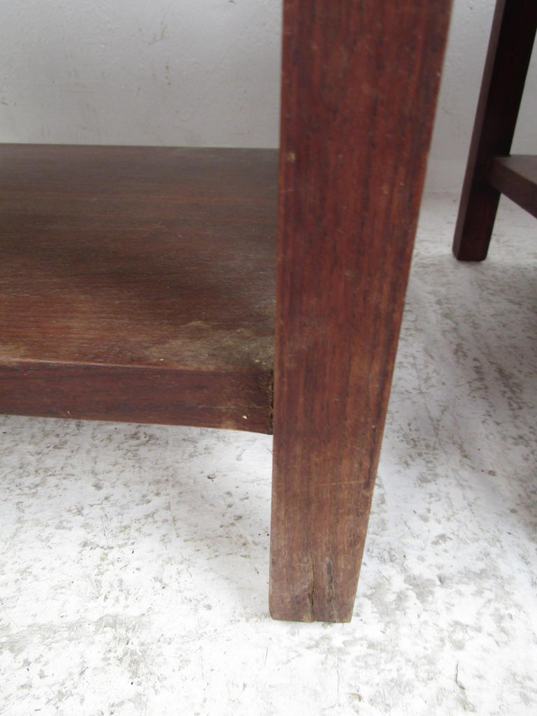 Pair of Mid-Century Modern Nighstands For Sale 5