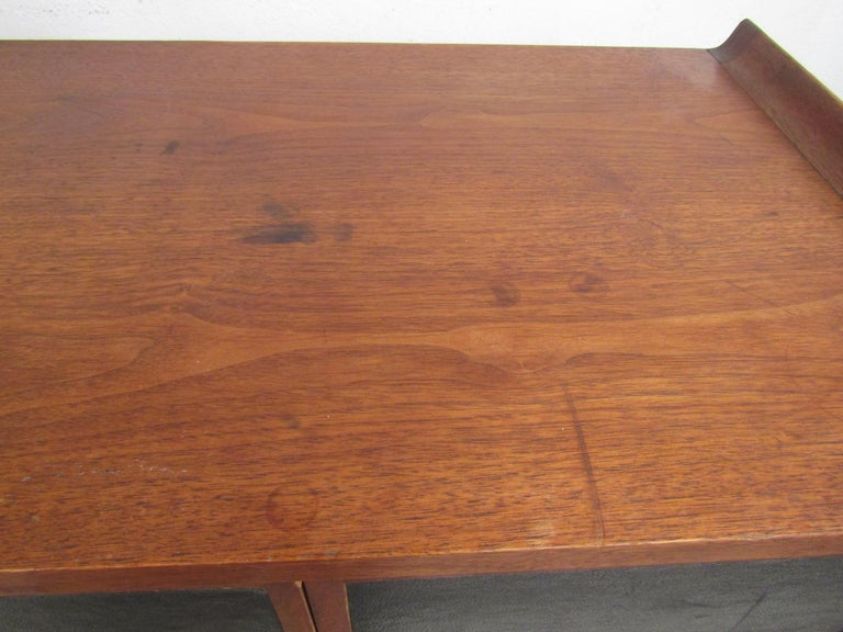 Pair of Mid-Century Modern Nighstands For Sale 3