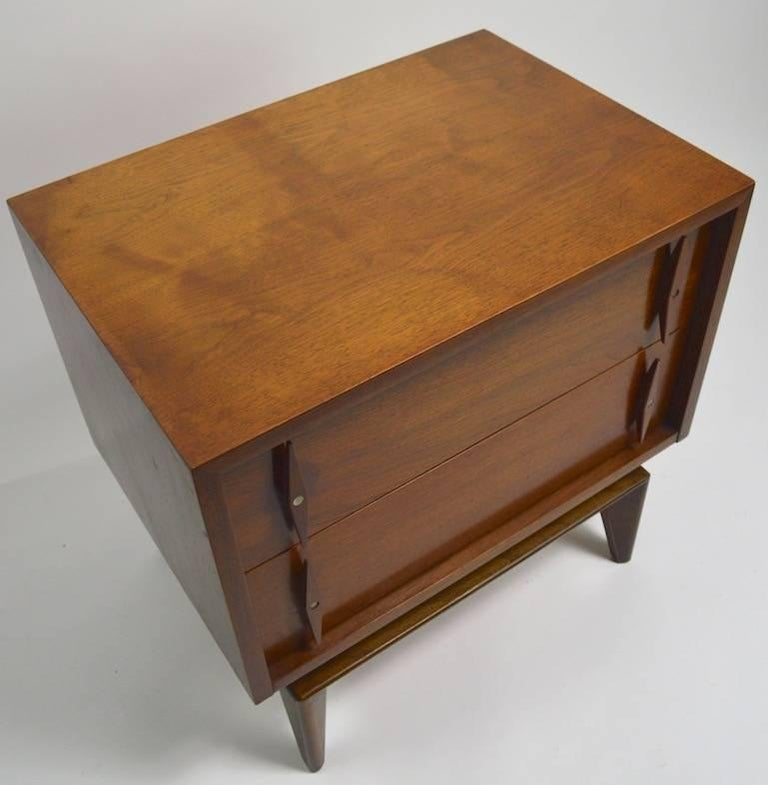 Wood Pair of Mid-Century Modern Nightstands by American of Martinsville For Sale
