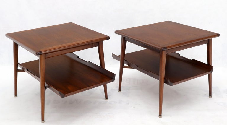 20th Century Pair of Mid-Century Modern Oiled Walnut End Side Tables  For Sale