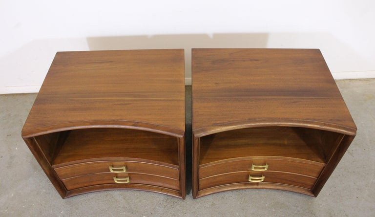 20th Century Pair of Mid-Century Modern Paul Frankl Johnson 'Emissary' Curved Nightstands For Sale