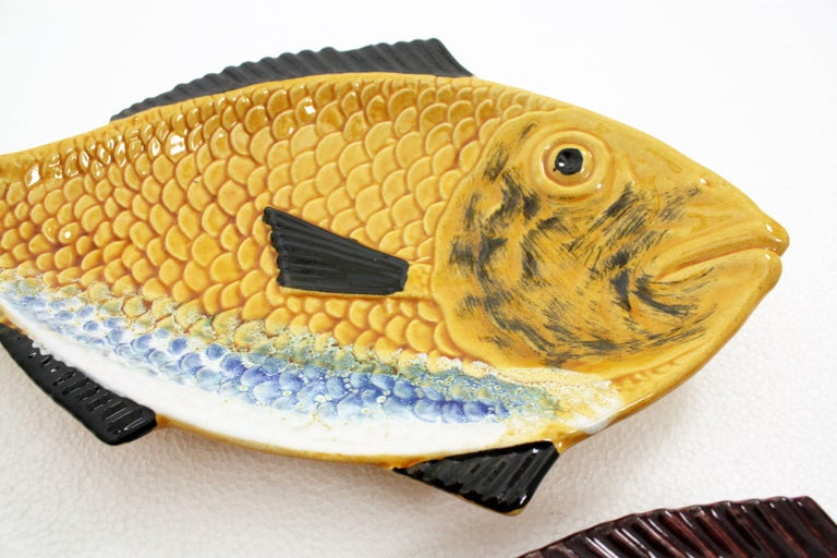 20th Century Pair of Mid-Century Modern Portuguese Red & Yellow Glazed Ceramic Fish Platters For Sale