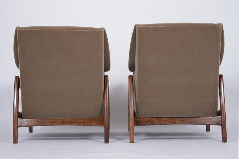 Pair of Mid-Century Modern Rocking Chairs For Sale 4