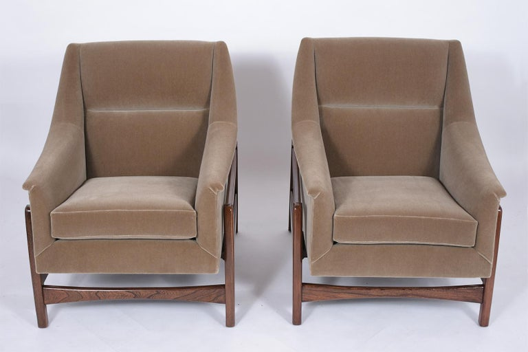 Hand-Crafted Pair of Mid-Century Modern Rocking Chairs For Sale
