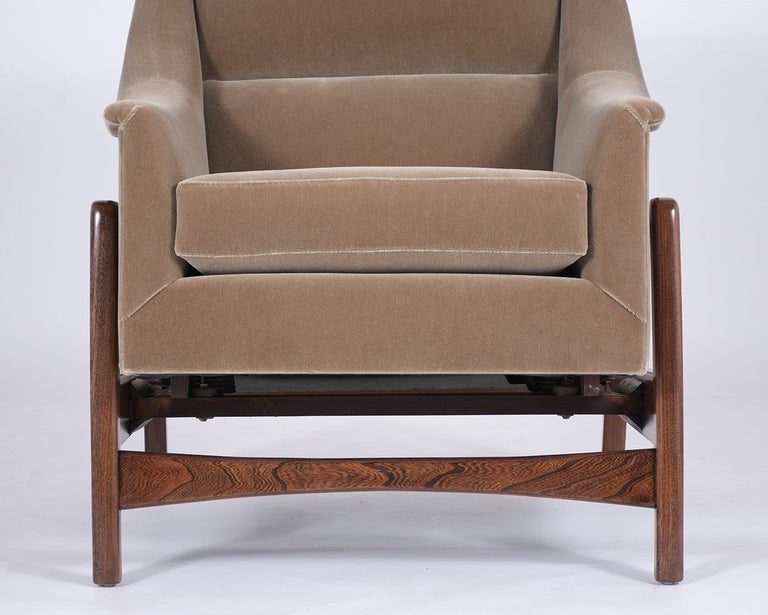 Pair of Mid-Century Modern Rocking Chairs In Good Condition For Sale In Los Angeles, CA
