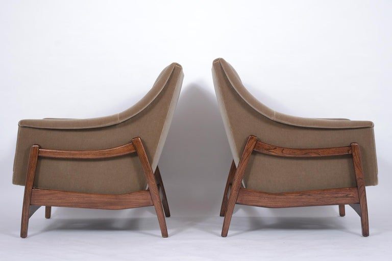 Pair of Mid-Century Modern Rocking Chairs For Sale 2