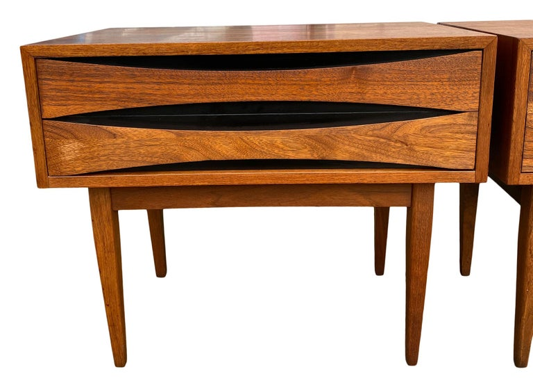 Pair of Mid-Century Modern Solid Walnut Nightstands Style of Arne Vodder In Good Condition For Sale In BROOKLYN, NY
